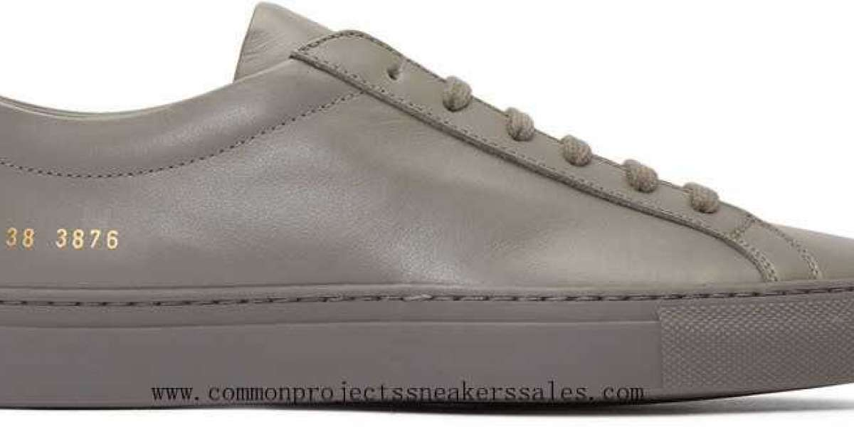 Common Projects Sneakers to pass